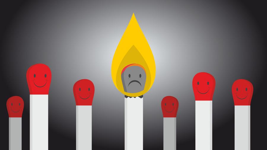Streichhölzer ausgebrannt symbolisieren ausgebrannte Mitarbeiterinnen und Mitarbeiter, die sich über ihre Grenze hinweg engagieren und anstrengen, überfordern und in den Burnout steuern.
